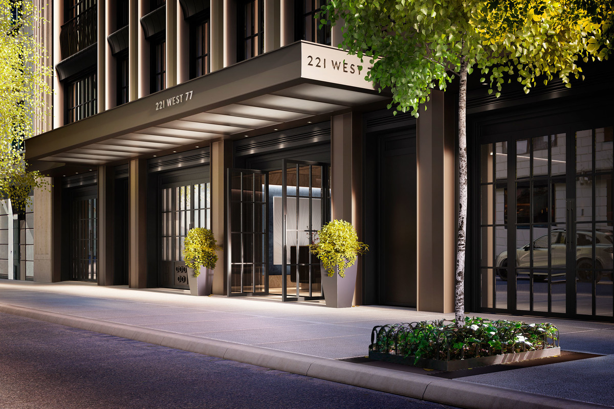Offering easy curbside access, the entrance combines classic proportions with clean modern lines. This elegant arrival experience brings a subtle downtown vibe to the established Upper West Side.